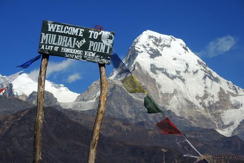 annapurnasouth drapeauxdeprières montagnes muldhai nepal pancarte