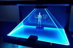 ?? yaparken e?lik eden holografik Cortana karakteri