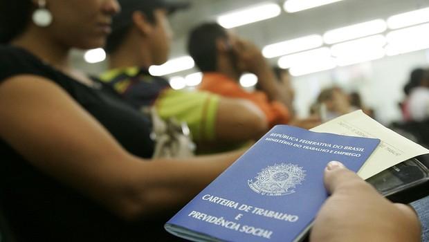 Taxa de desemprego no Brasil no último trimestre foi de 13,6% - Créditos: Agência Brasil