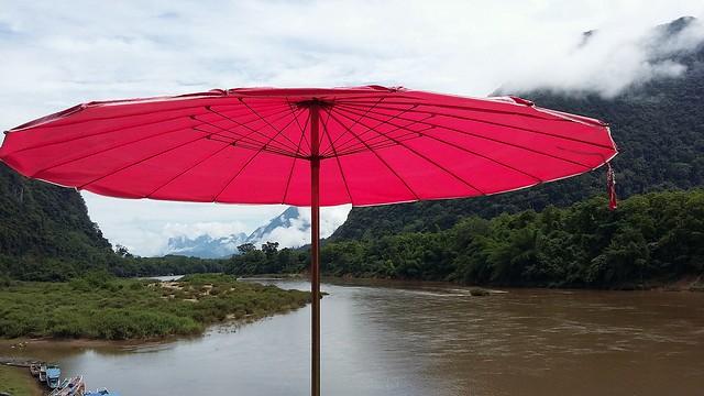 Contre le soleil et la pluie... Against sun and rain..