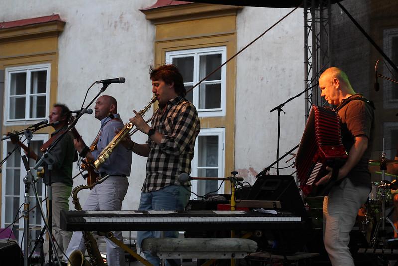 Vltava & Už jsme doma \ koncert na nádvoří 1. 6. 2017
