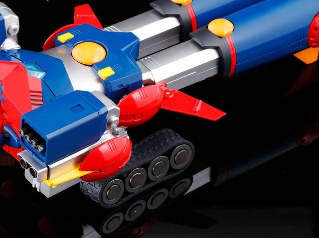 「大人的究極玩具誕生!!」DX超合金魂 《超電磁機器人 孔巴特拉V》超電磁ロボ コン・バトラーV