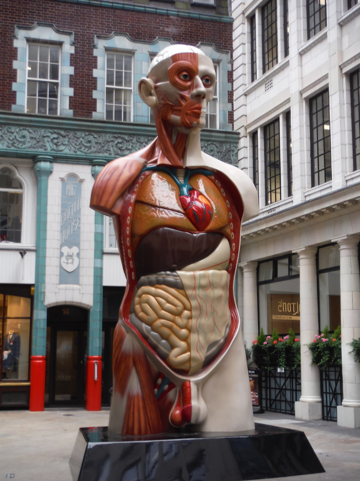 Damien Hirst - Temple SWC Walk Short 24 - Sculpture in the City