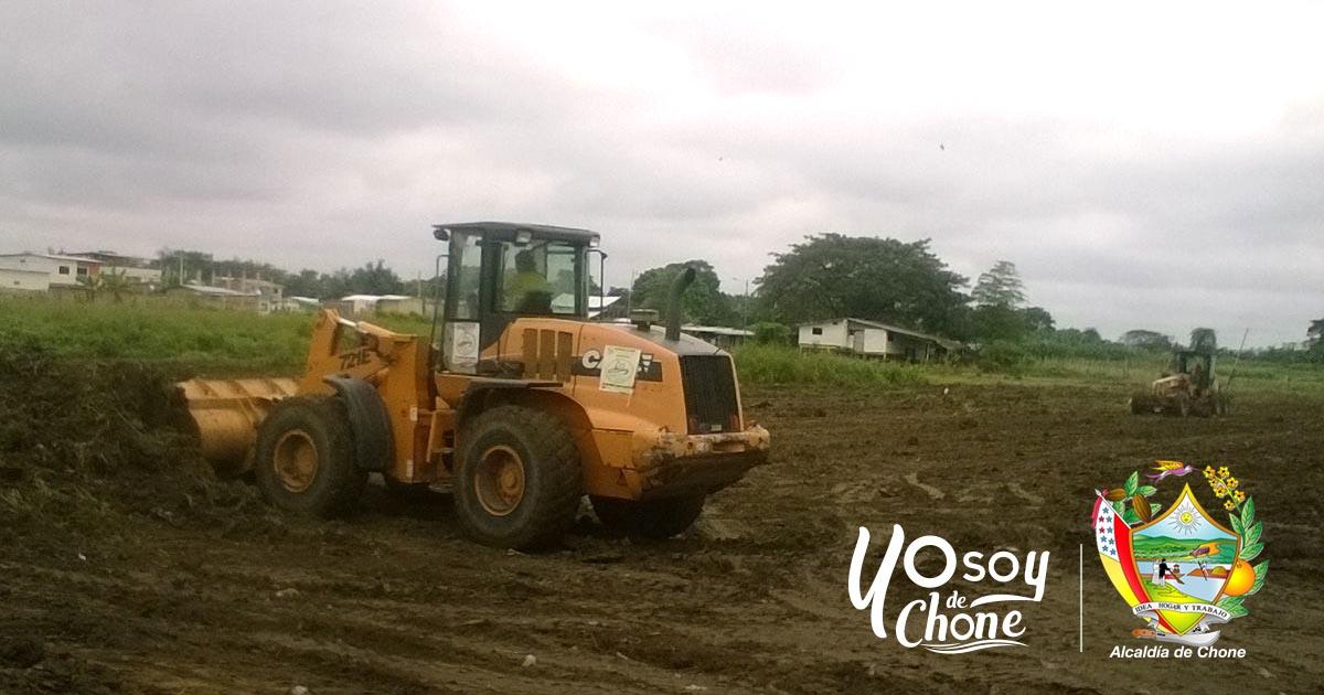 La municipalidad realiza limpieza del terreno donde se realizará feria del comercio