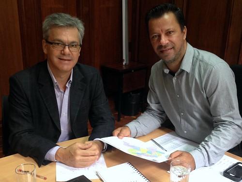 Isnar Freschi Soares, prefeito de Sarutaiá, em reunião com o assessor parlamentar Jaime Filho - 24/05