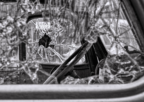 6d abandoned automobile bigthicket canon ef2470f28l eos summer texas topazlabs vintage weathered antique beautiful historic blackandwhite bw monochrome brokenglass decay rust rusty bokeh dof depthoffield