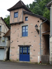 Unusual Properties on the banks of the Dordogne at Beaulieu 2