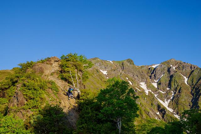 二つ目の岩場を登る