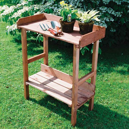 Potting bench from Greenfingers.com