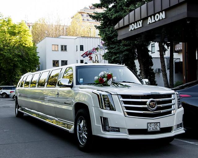 """Прокат лимузинов в Молдове от """"Elitelimo"""" > Cadillac Escalade 2017"""
