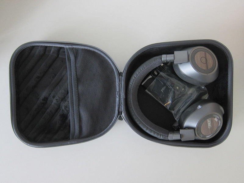Plantronics BackBeat PRO 2 SE - Hard Carrying Case - Open