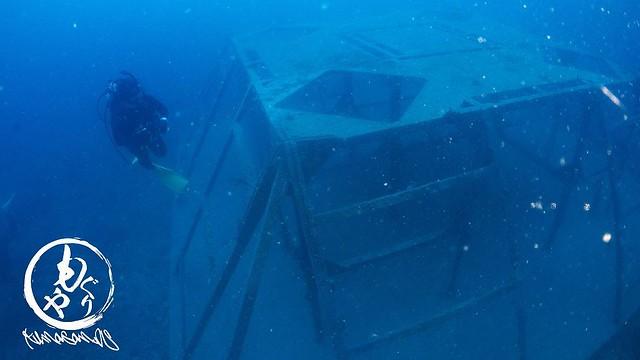 サンゴ礁の中にある古代の造形物みたいな漁礁w