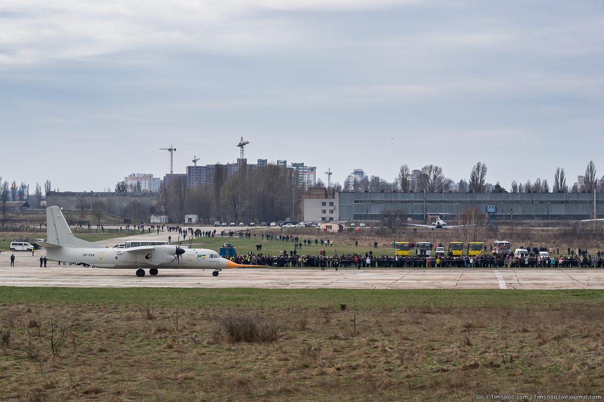 разбег самолета Ан-132D