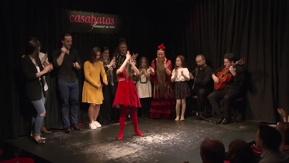 La Truco, bailaora y maestra del baile flamenco y sus alumnas aventajadas en Casa Patas, Flamenco en Vivo