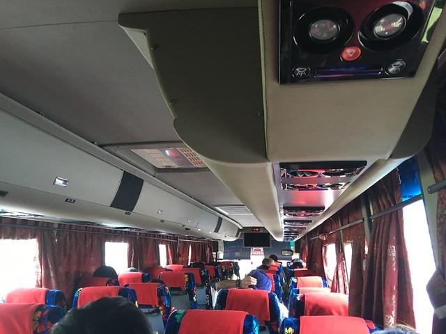きれいなバスでペナン島へ