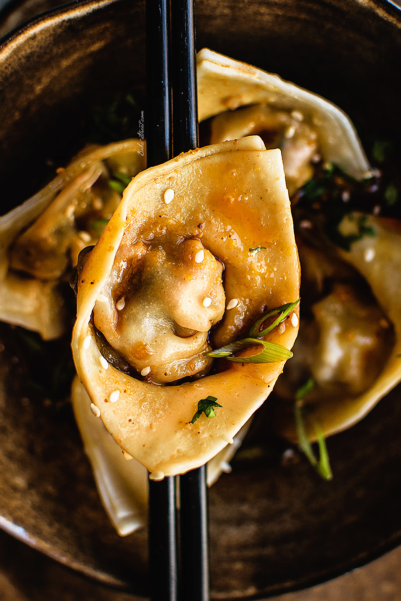 Wontons de gambas con salsa estilo Sichuan