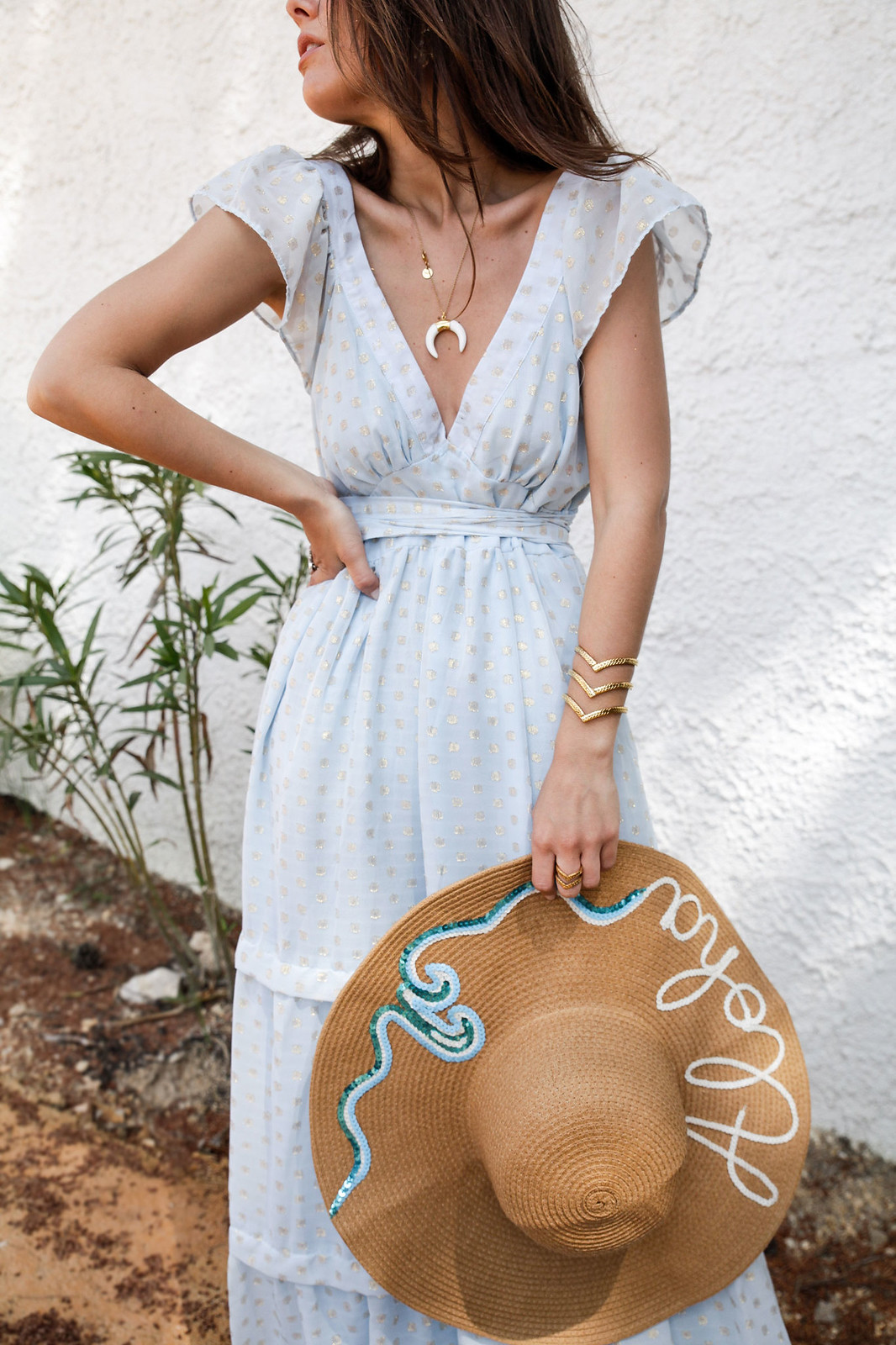 02_golden_dots_lunares_dorados_vestido_azul_boho_deby_debo_long_dress_theguestgirl_influencer_barcelona_style_content_creator_fashion_spain