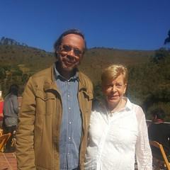 Encontro de Cinema: professor/consultor/pesquisador Hernani Heffner e a arquivista/pesquisadora Alice Gonzaga em manhã de 'desarquivo' em Ouro Preto.   #blogauroradecinemaregistra  #desarquivandoalicegonzaga #alicegonzaga #desarquiva #hernaniheffner #cine