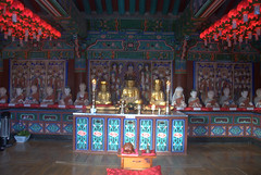 A small temple with many Buddhas