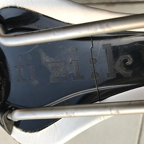 Broken saddle. Noticed the crack while changing a flat. How do saddles crack like this? Had another, different brand, fail similarly a few years ago. . . #fizik #saddle #roadbike #broken