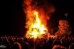 Un saloon aux proies des flammes