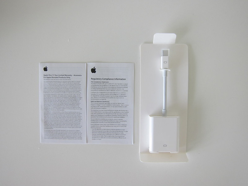 Apple Mini DisplayPort to VGA Adapter - Box Contents