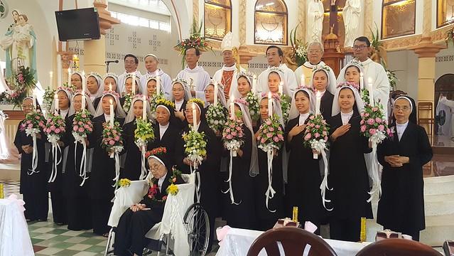Dòng Mến Thánh Giá Cái Nhum : Thánh Lễ Thánh Hiến Và Tạ Ơn