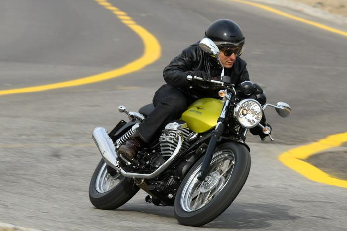 Moto-Guzzi V7 750 Cafe Classic 2010 - 23