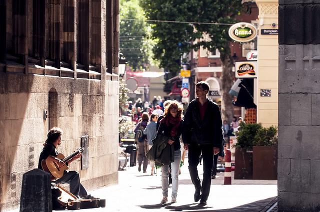 Utrecht, centrum. 005. Doorkijk Domtoren.
