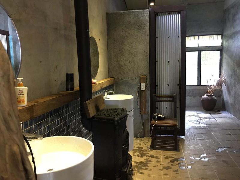女生衛浴的等待區