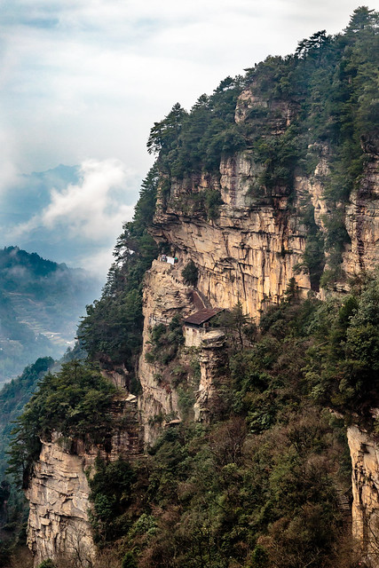 P2-建在悬崖上的寨子。