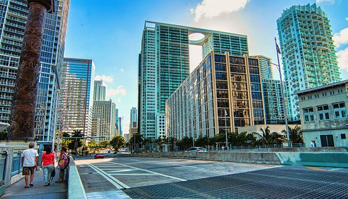 brickell brickellbridge downtown downtownmiami walking walkingaround architecture afternoon cityscapes city outdoors miamifl miamicity dynamicperspective