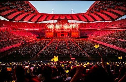 G-Dragon ACT III MOTTE in Seoul (9)