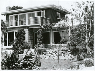 Modern house and garden, Blenheim