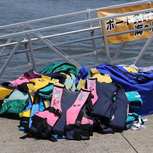 ライフジャケット、大事です。 #マリンカーニバル #若洲ヨット訓練所 #ヤマハマリン