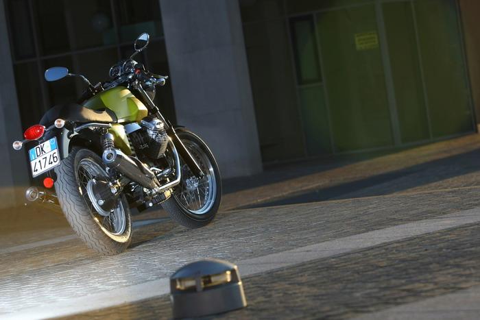 Moto-Guzzi V7 750 Cafe Classic 2010 - 7