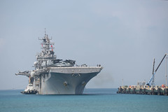 Tugboats guide USS Bonhomme Richard (LHD 6) as the ship arrives in Okinawa, June 5. (U.S. Navy/MC3 Cameron McCulloch)