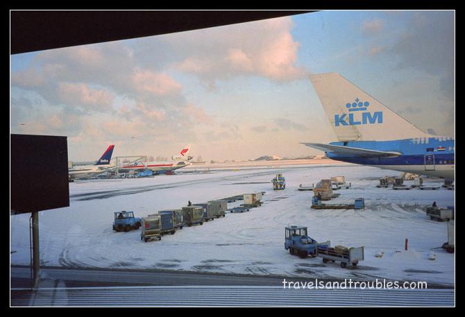 Schiphol in de sneeuw
