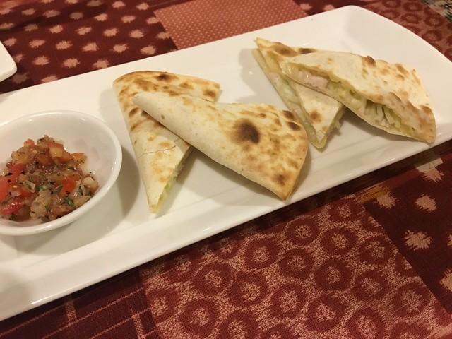 套餐的開胃菜,墨西哥起司雞肉薄餅@永和Mr. Onion天蔥牛排餐廳雙和店