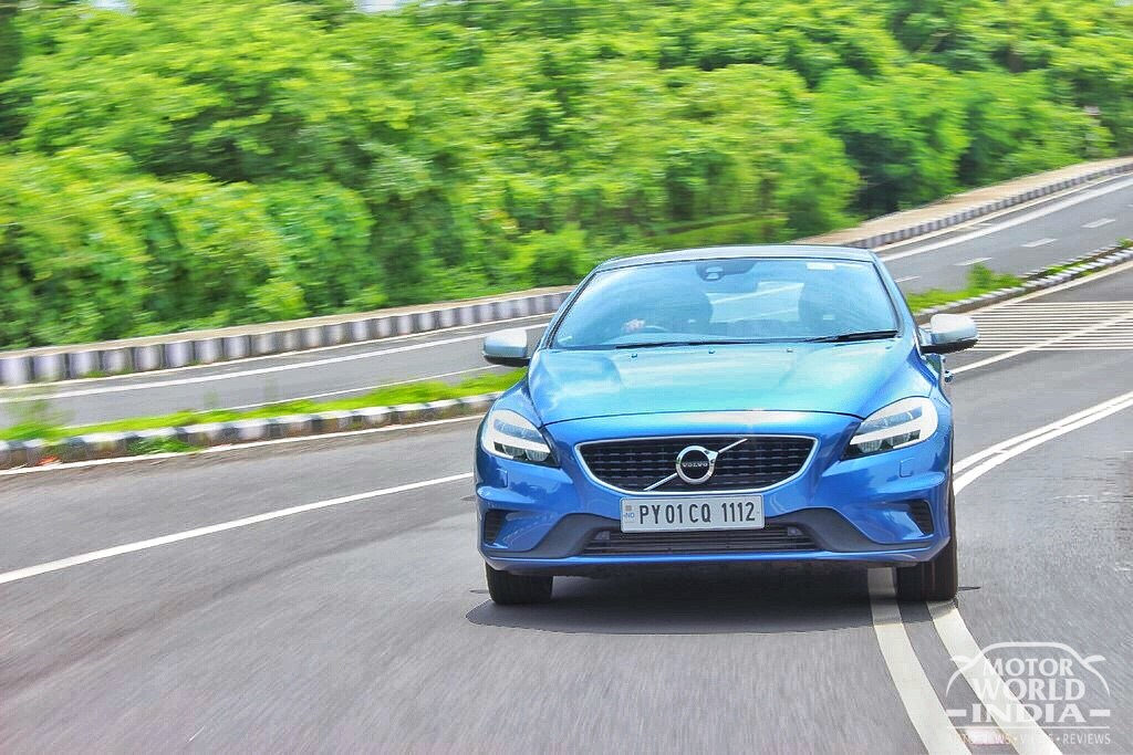 2017-Volvo-V40-R-Design-Tracking-Shots (2)