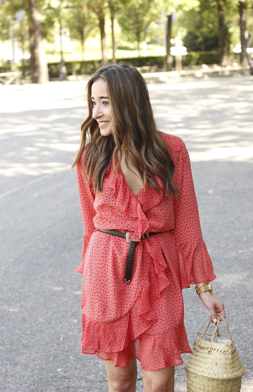 coral dress with dots and frills uterqüe black heels summer outfit style fashion07