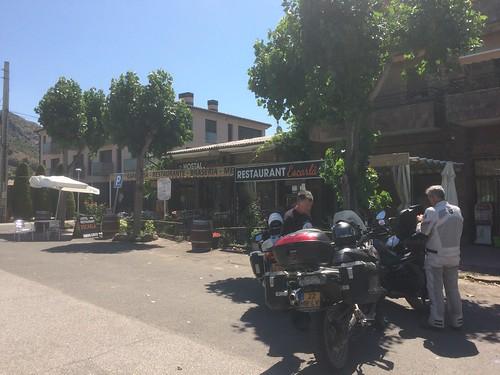 2017-06 Picos en Pyreneeën stop bij een klein café en hostal Escarla