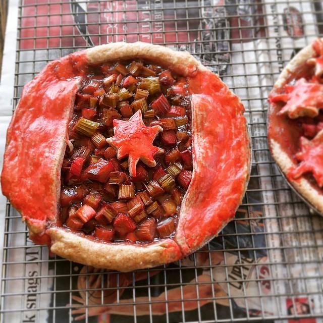 Rhubarb Pie with Vanilla, Strawberries and Lemon Balm