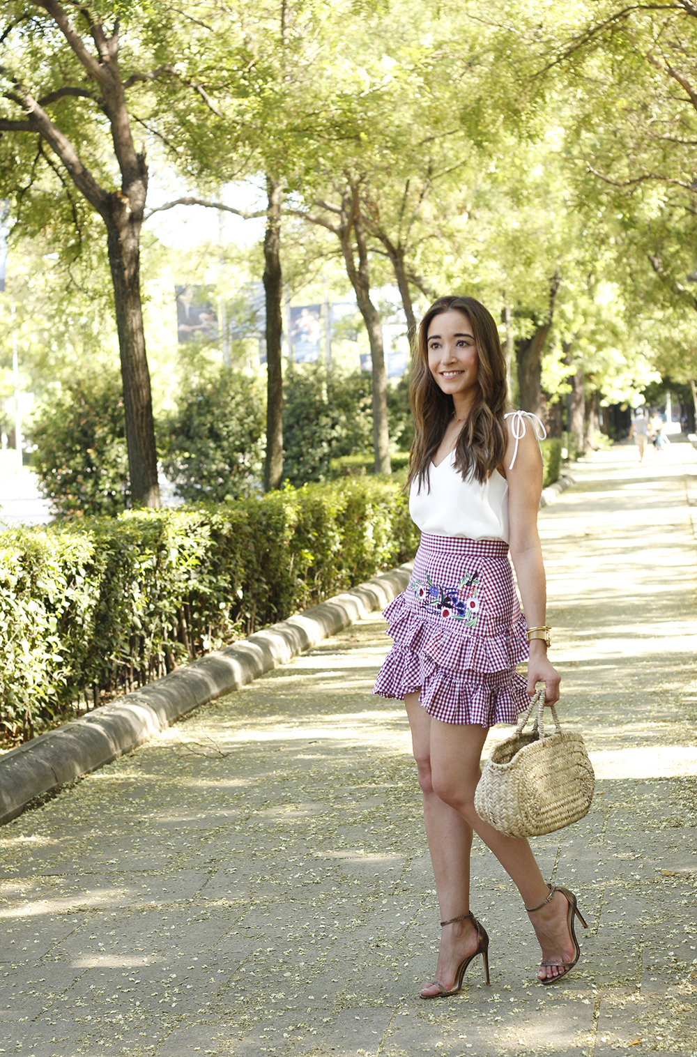 Vichy skirt with embroidered flowers rafia bag heels summer outfit style05