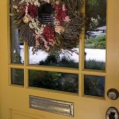 #yellow #door #mailslot #wreath #westseattle #westseattlegardentour