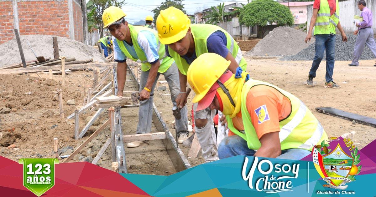 Construyen aceras y bordillos en calle Ítalo Colamarco Intriago
