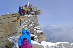 Skibesteigung Gran Paradiso, 4061 m, mit Bergführer. Die letzten Meter mit der Gipfel-Madonna. Foto: Günther Härter.