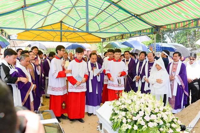 Lễ An Táng Thân Phụ Đức TGM Giuse Nguyễn Chí Linh