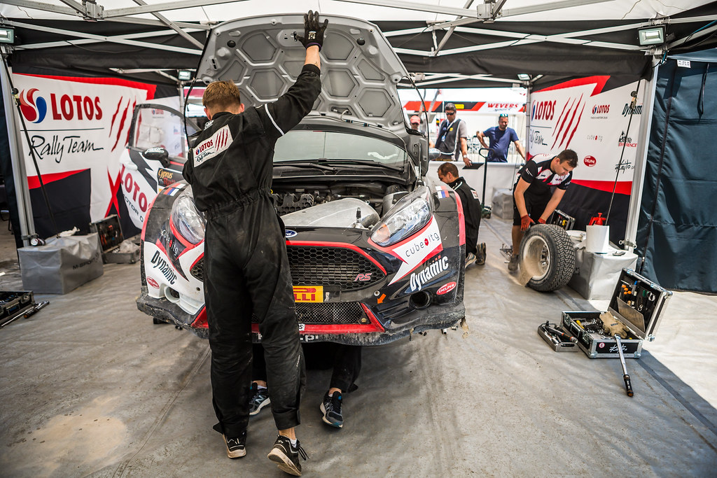 02 KAJETANOWICZ Kajetan (pol) and BARAN Jaroslaw (pol) LOTOS RALLY TEAM FORD FIESTA R5 mecaniciens mechanics service ambiance during the 2017 European Rally Championship ERC Cyprus Rally,  from june 16 to 18  at Nicosie, Cyprus - Photo Thomas Fenetre / DPPI