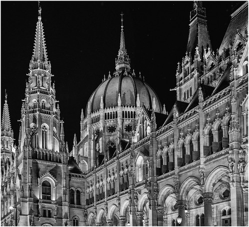 hungary night nightphotography silverefex lowlight budapest d500 handheld landscapes nikon parliament hu